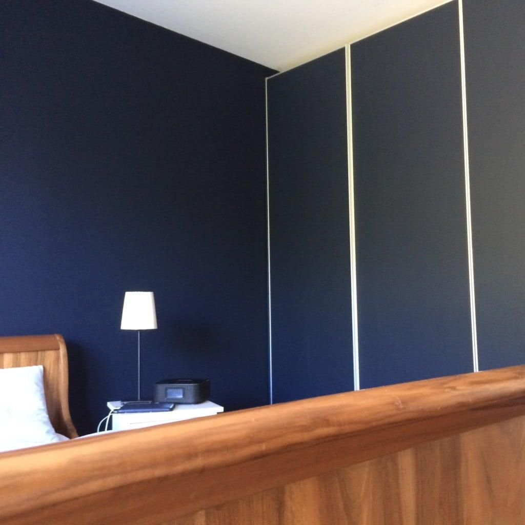 Schlafzimmer in Noir turquoise 85 – dann ward es Nacht… | David ... | {Schrankfronten 39}