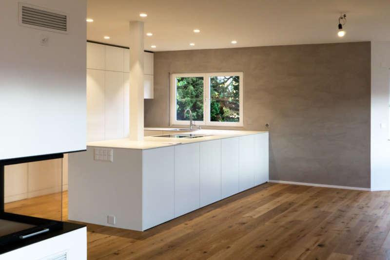Küche mit Abschluss in Naturofloor