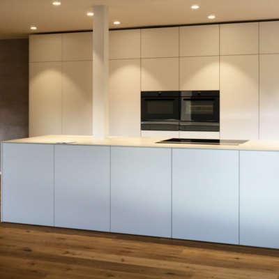 Küchenzeile ganz in Weiss